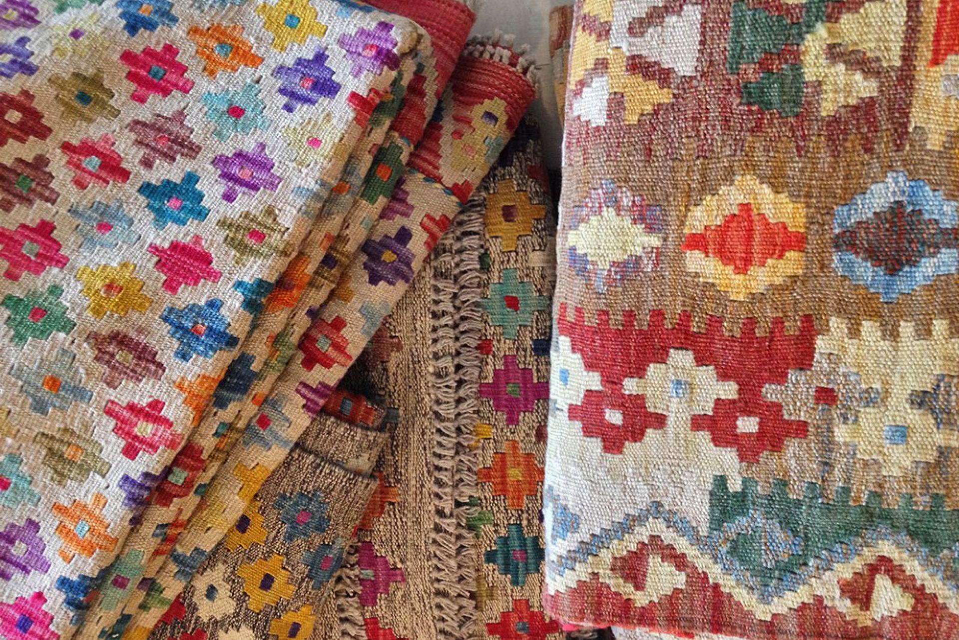 Bazhars con dise os de marca en sus alfombras - Marcas de alfombras ...